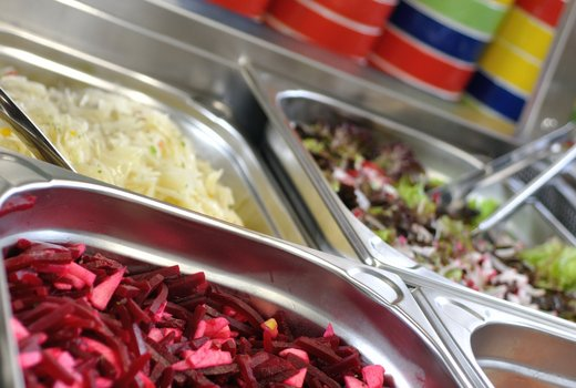 Vorbereitete Salate am Buffet